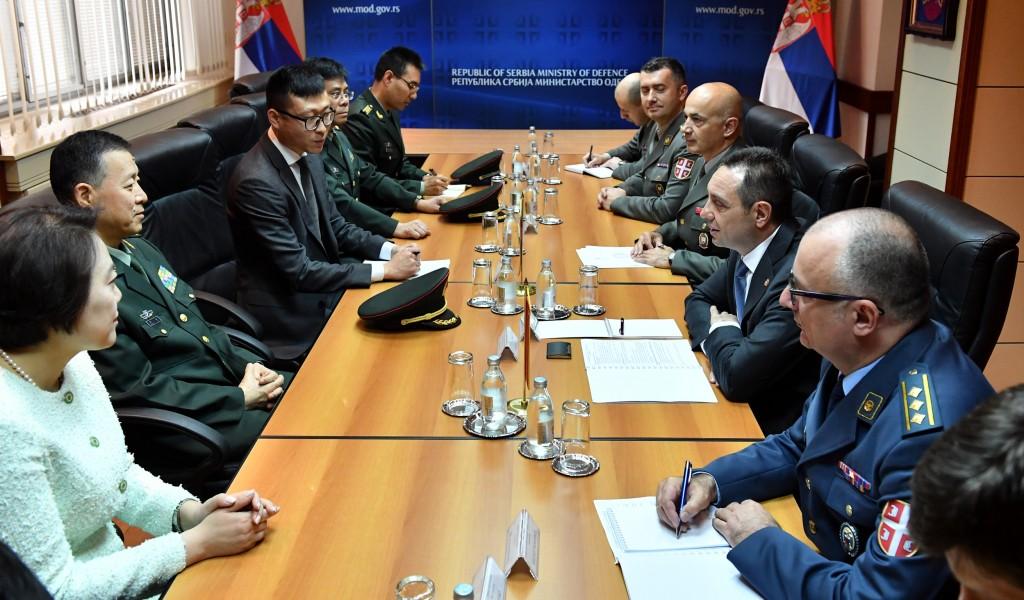 Састанак министра одбране са ректором Универзитета националне одбране Кине