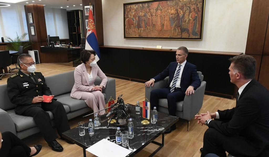 Састанак министра Стефановића и амбасадорке Народне Републике Кине Чен Бо