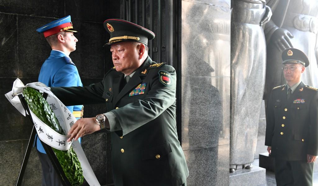Potpredsednik Centralne vojne komisije NR Kine položio venac na Spomenik neznanom junaku na Avali