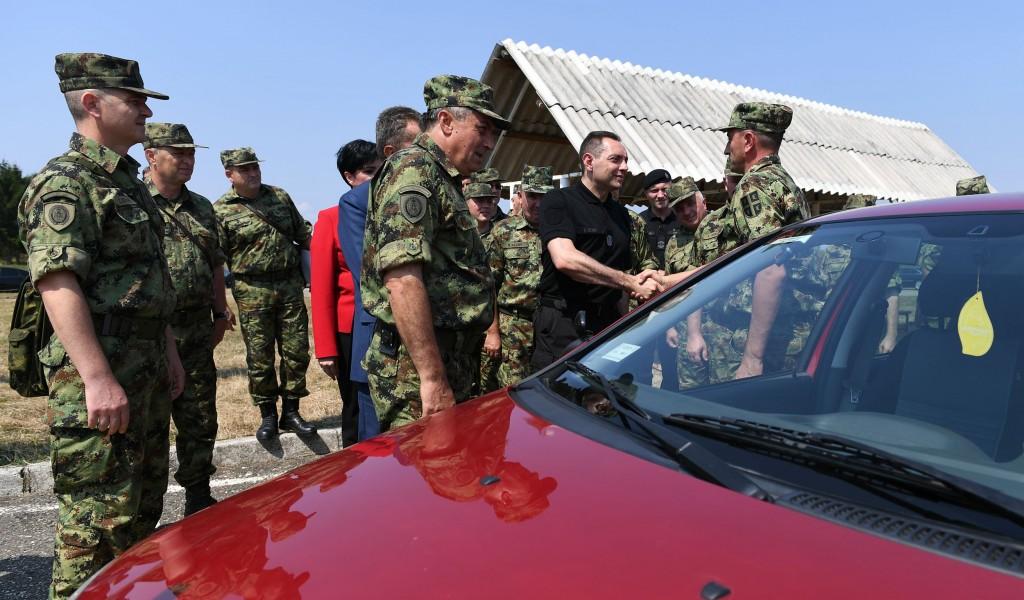 Још хиљаду професионалаца у строју Војске