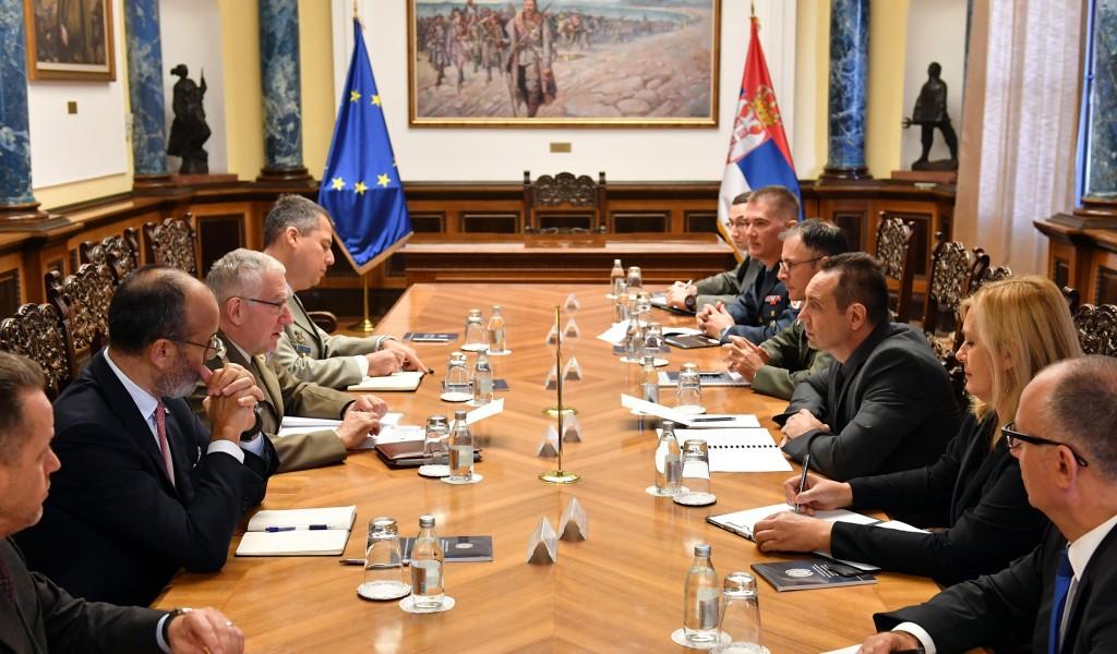 Састанак министра Вулина са генералом Грацијаном