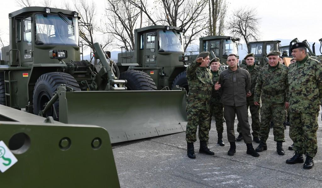 Министар Вулин Први пут од 50 тих година инжињеријска јединица опремљена новим средствима
