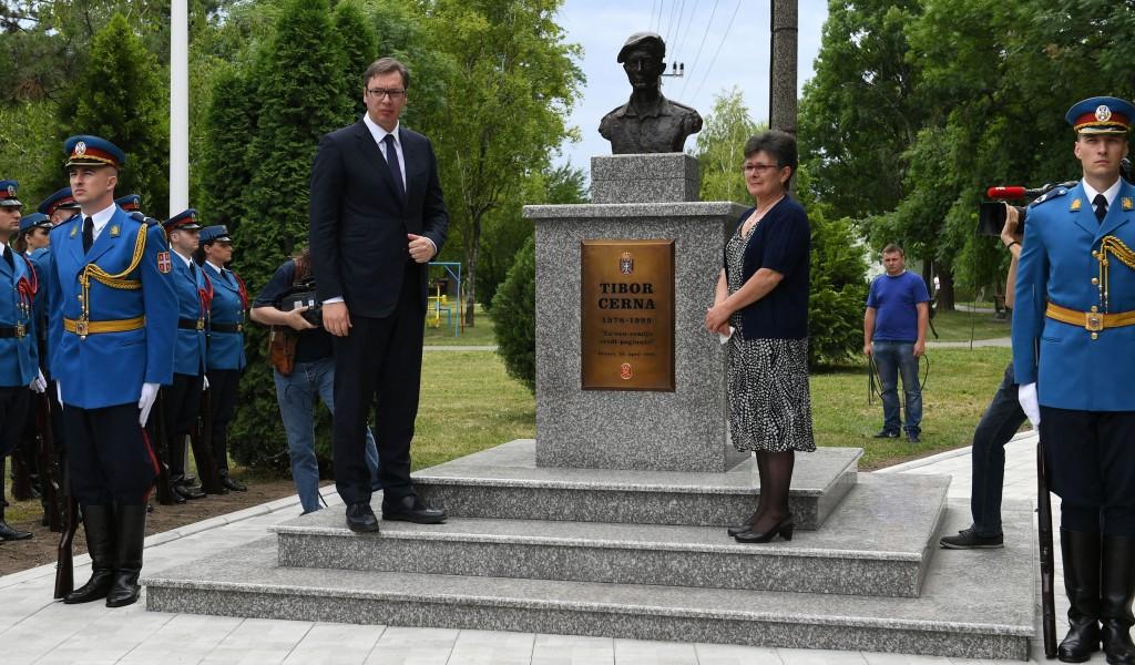 Откривен споменик војнику са Кошара