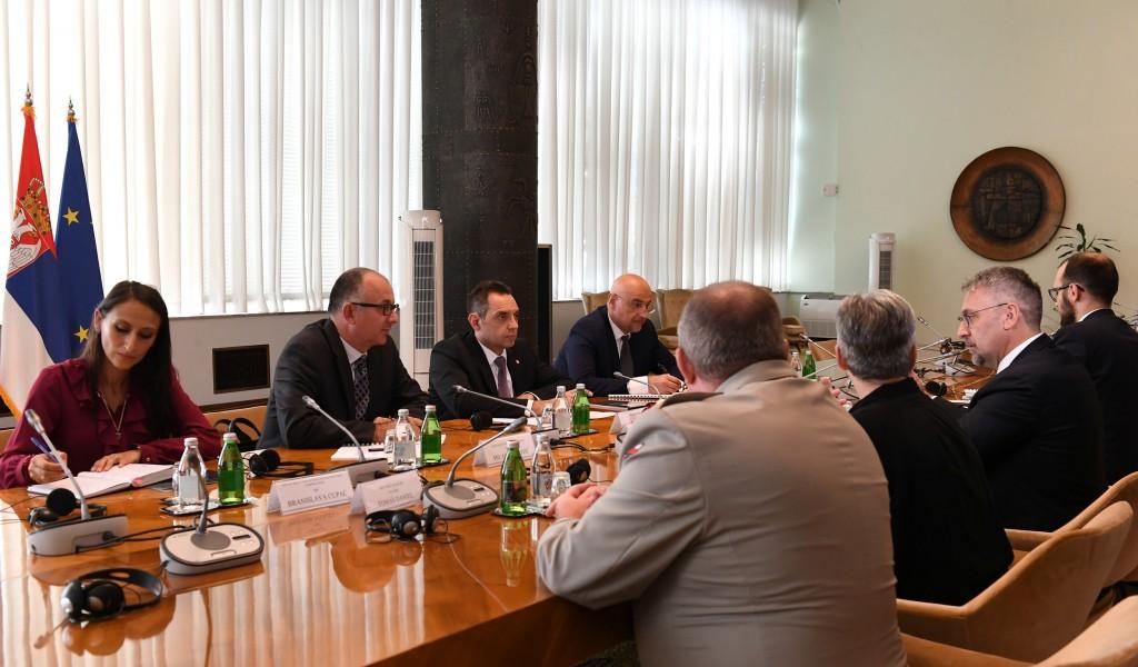 Састанак министра Вулина са чешким министром одбране Метнаром