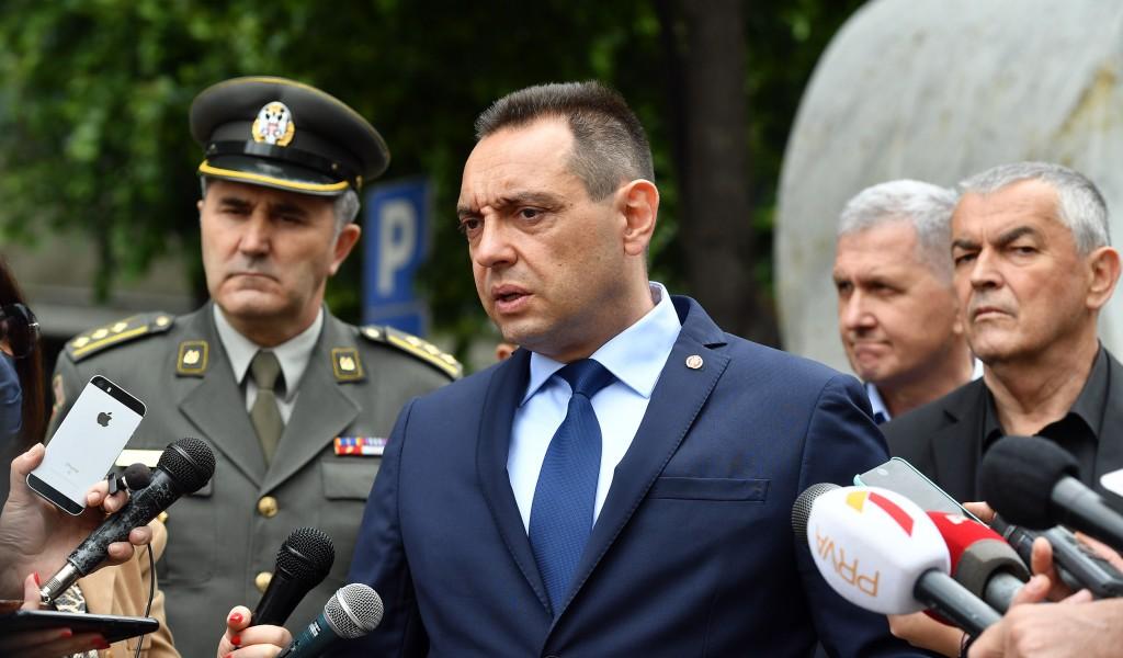 Министар Вулин: Власт у Црној Гори се не бори против вируса, она се бори против Срба