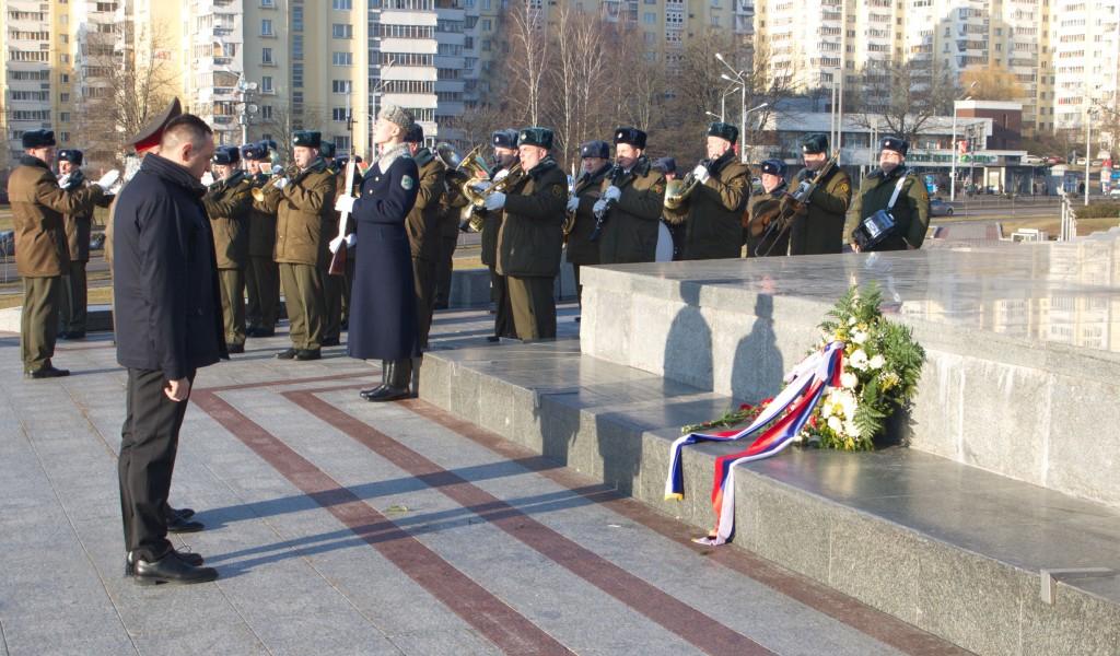 Ministar Vulin položio venac na Spomenik Minsk grad heroj