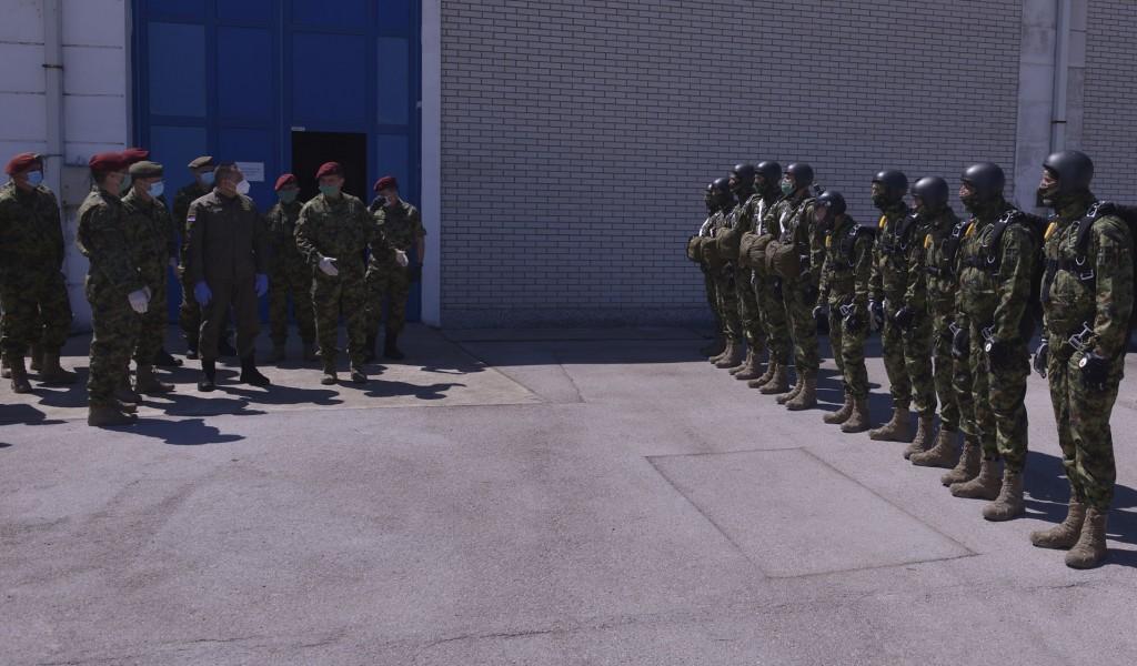 Министар Вулин Припадници 63 падобранске бригаде сигурни и способни опремљени и у стању да испуне било који задатак који се стави пред њих