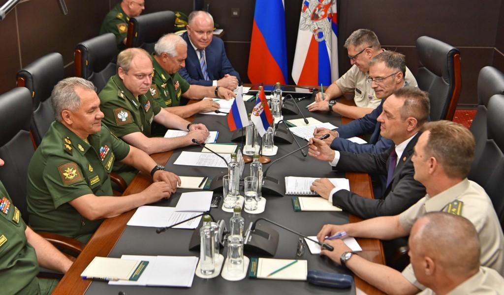 Министри Вулин и Шојгу Србија никада неће увести санкције Русији РФ подржава Србију у решавању питања КиМ