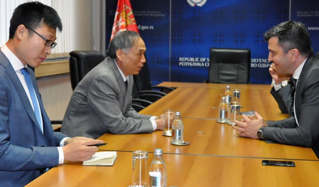 Министар одбране са кинеским амбасадором