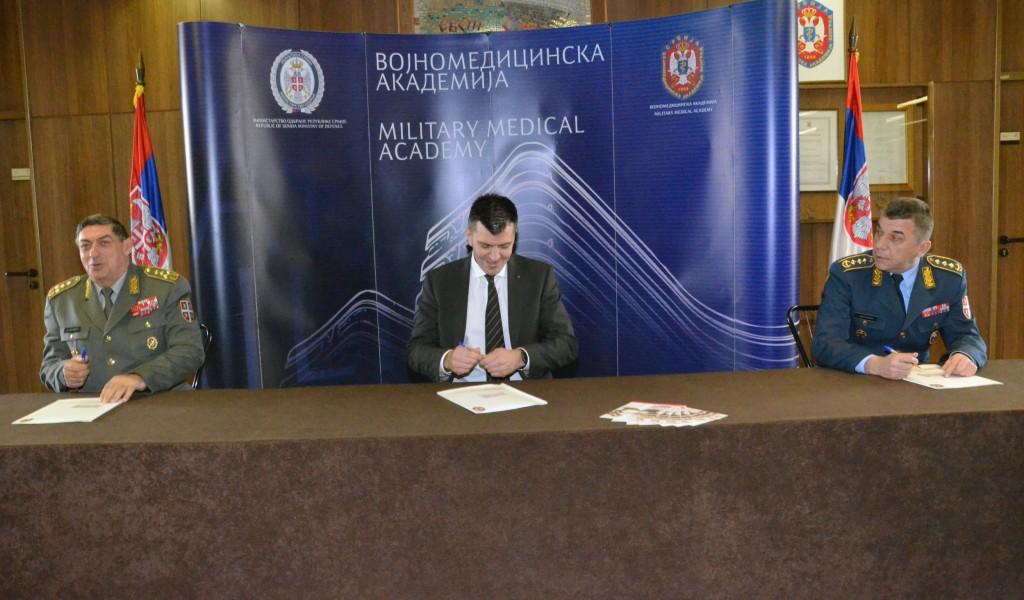 Министар одбране и начелник Генералштаба потписали донорске картице
