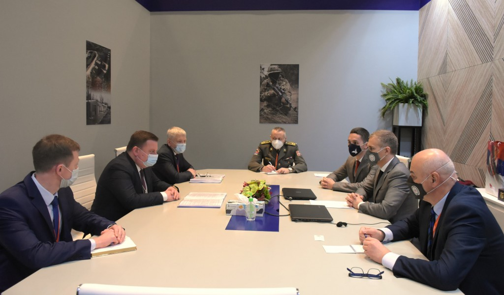 Састанак министра Стефановића са министром државне управе за војну индустрију Белорусије Пантусом