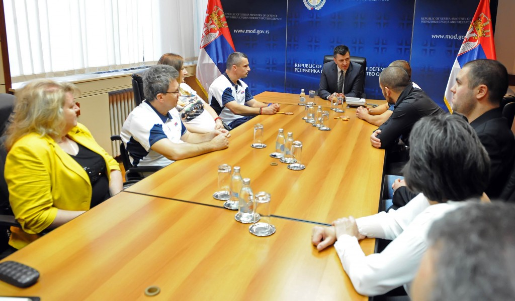 Министар одбране примио српске параолимпијце