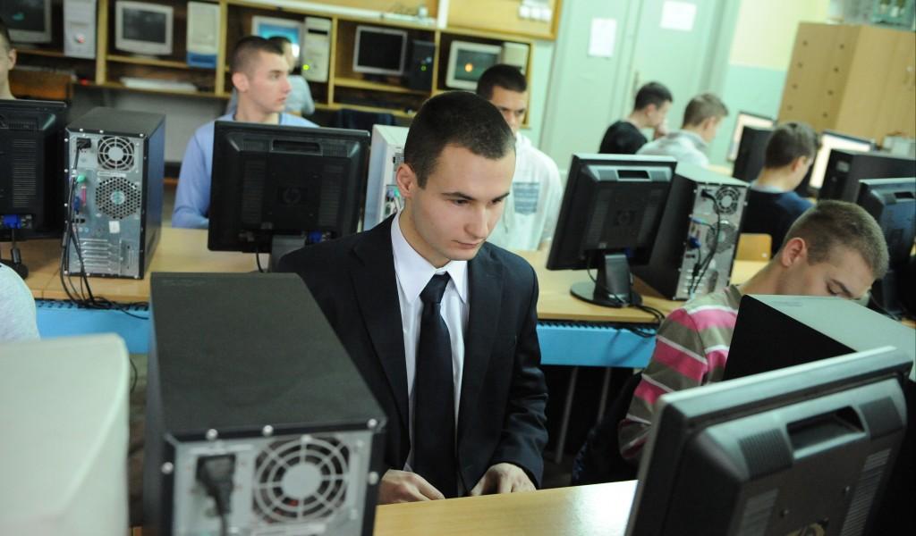 Министарство одбране стипендира средњошколце Пријави се
