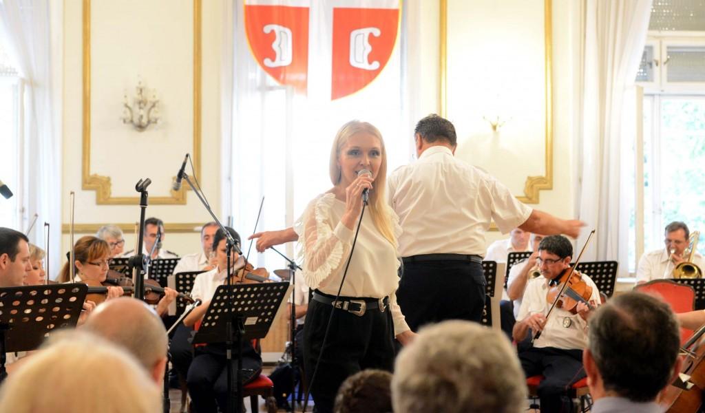 Концерт Отаџбини са љубављу