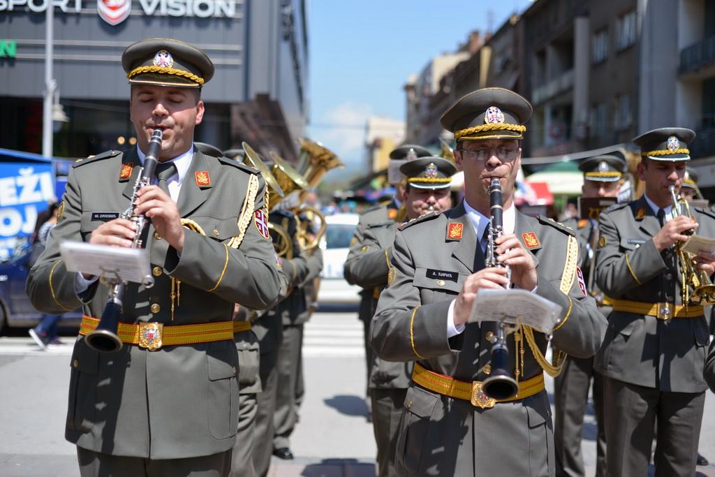 Дефиле војног оркестра у Нишу
