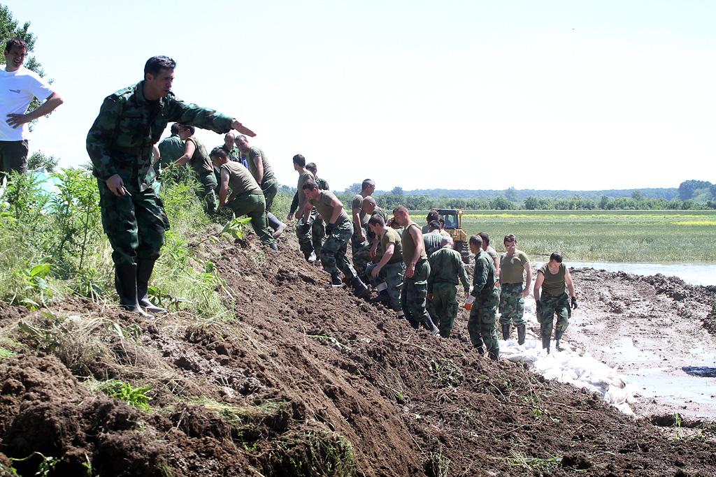 Војска Србије и данас у одбрани Србије од поплава