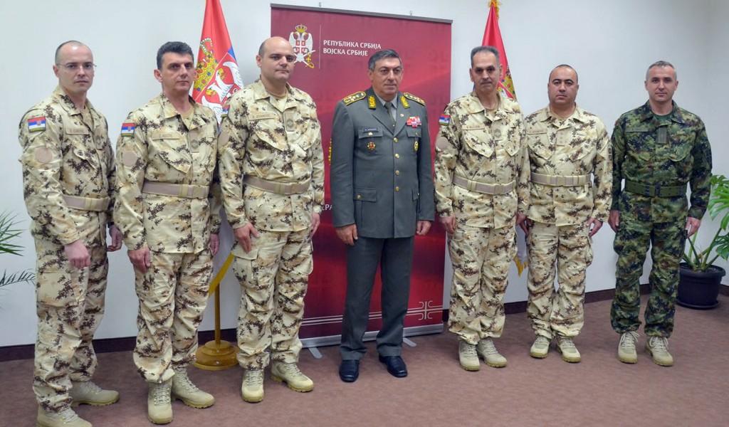 General Diković s vojnim medicinarima koji odlaze u misije EU