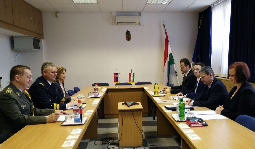 Интензивирање сарадње у области одбране са Мађарском