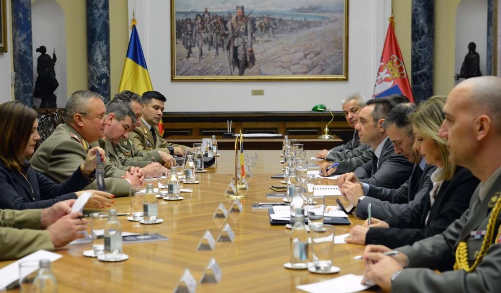 Министар одбране са начелником Генералштаба Румуније