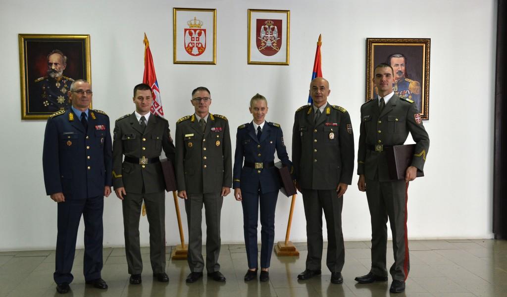 General Mojsilović uručio nagrade najuspešnijim kadetima