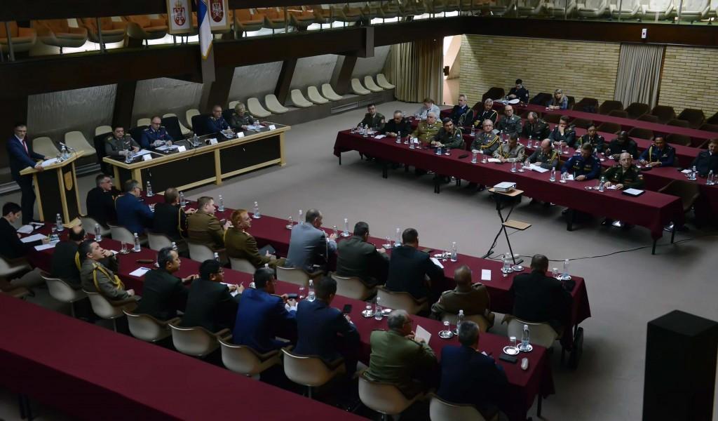 Информисање страних војних представника о питањима из надлежности Сектора за политику одбране