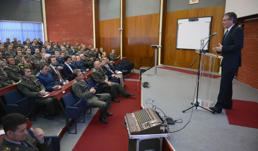 Предавање амбасадора Чепурина на Војној академији
