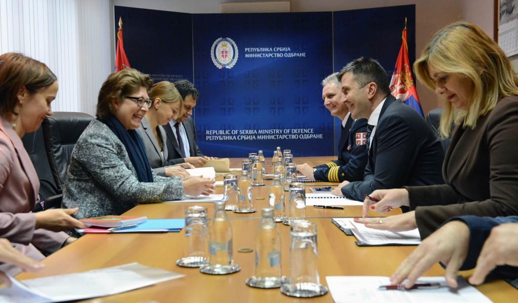 Састанак министра одбране са шефицом Канцеларије UNDP у Србији