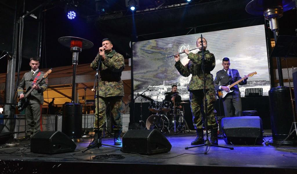 Концерт кадета Војне академије на Тргу Републике