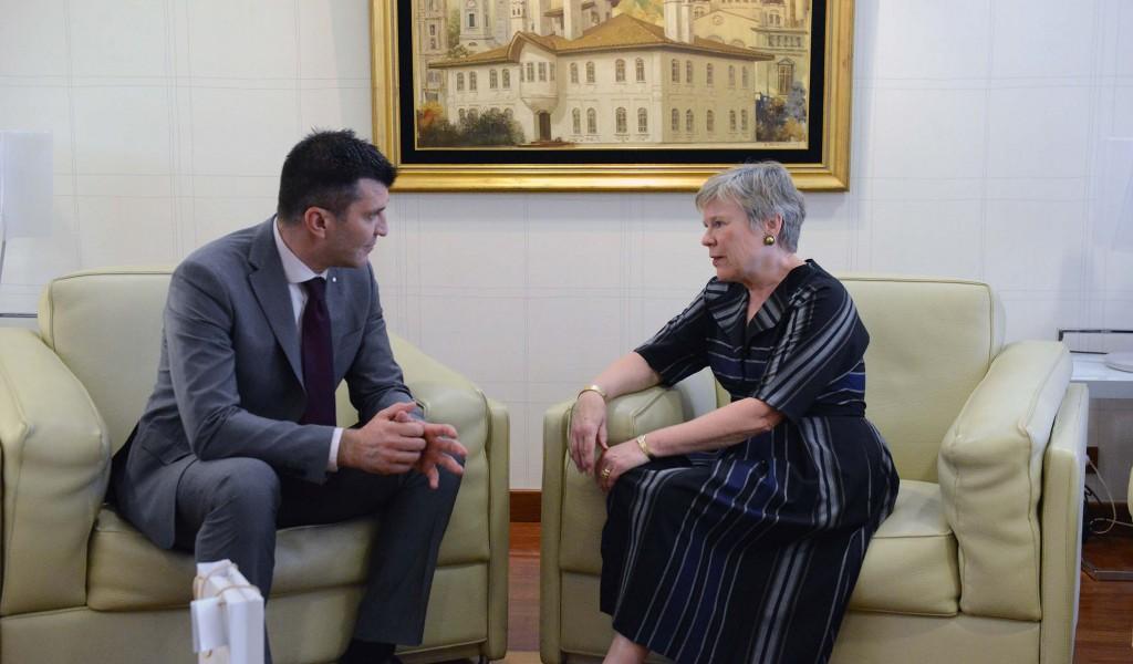 Министар одбране са заменицом генералног секретара НАТО