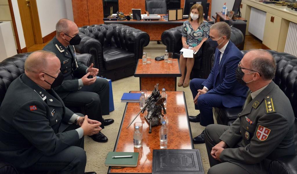 Састанак министра Стефановића са одлазећим и новим изаслаником одбране Краљевине Норвешке