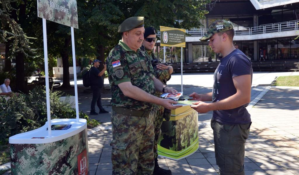 Представљање добровољног служења војног рока у Ваљеву