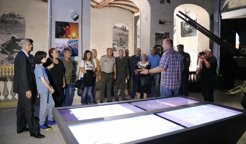 Чланови породица погинулих припадника ВЈ обишли изложбу Одбрана 78