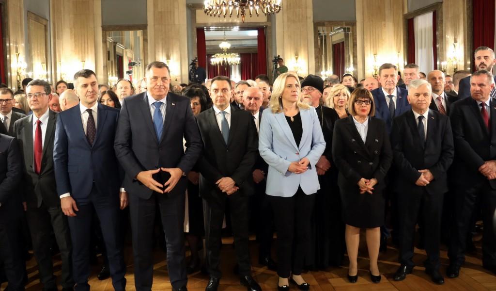 Министар Вулин Србија никада није била више у Републици Српској и Република Српска у Србији