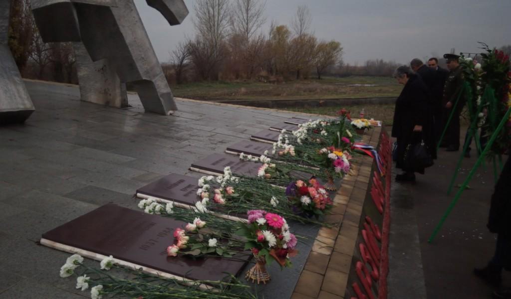 Делегација Министарства одбране и Војске Србије одала почаст погинулим српским пилотима у Јерменији