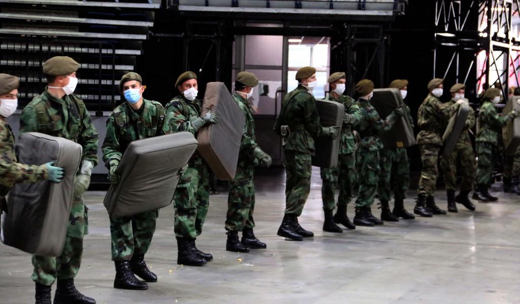 Министар Вулин у Штарк арени Сви припадници војске дају све од себе да помогну својој земљи сада када је то најпотребније