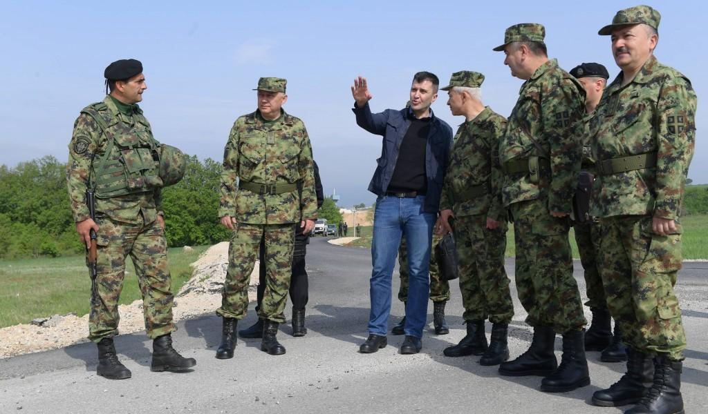 Министар одбране на граници са Републиком Македонијом
