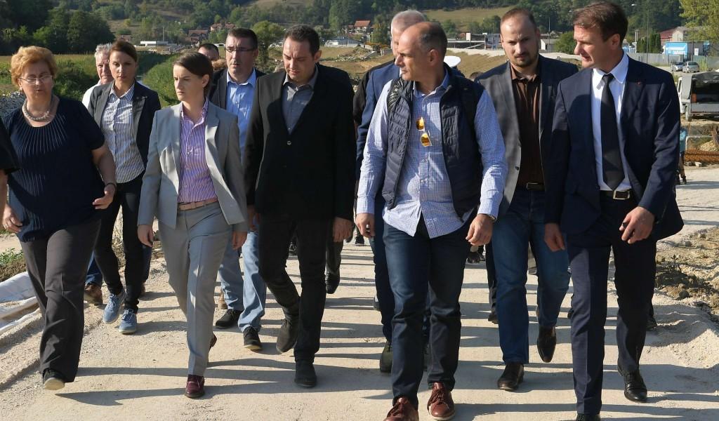Премијерка и министар одбране у посети предузећу Милан Благојевић Лучани