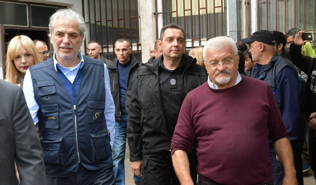 Minister Vulin and EU Commissioner Stylianides visit Obrenovac temporary reception centre