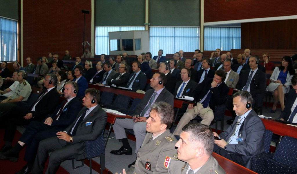 Пoлазници Колеџа одбране НАТО посетили Војну академију