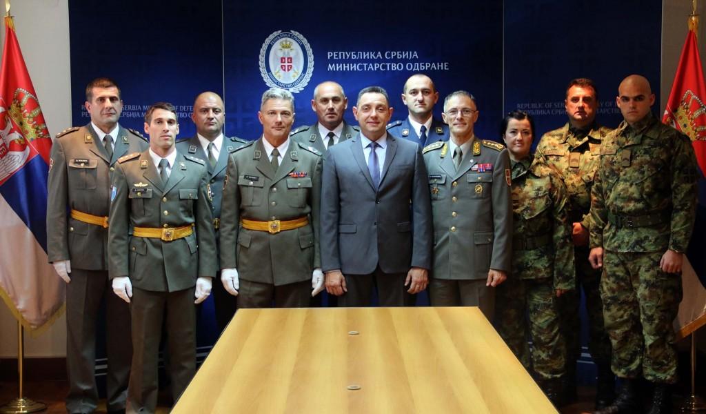 Министар Вулин Србија се поноси својом војском