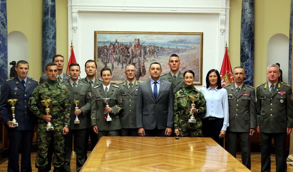Ministar Vulin Vojska razvija takmičarski duh