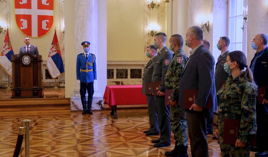 Министар Вулин Србија је бескрајно поносна на припаднике Министарства одбране и Војске Србије