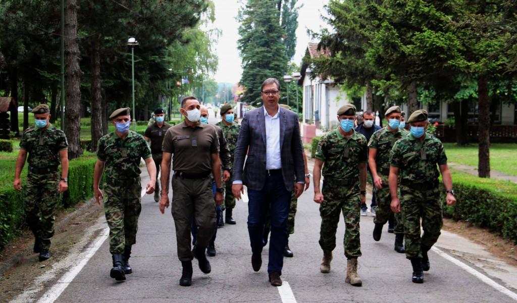 Predsednik Vučić u Sremskoj Mitrovici Najveća narudžbina Vojske Srbije od domaće odbrambene industrije