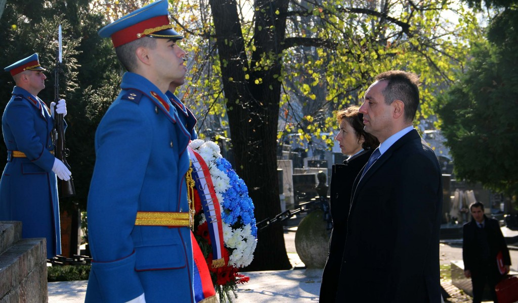 Ministers of Defense of Serbia and France pay tribute to the warriors from the Macedonian Front