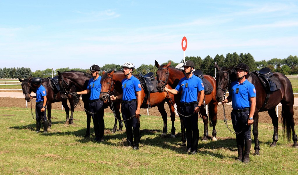 Министар Вулин Обнављање Коњичког вода поштовање традиције и очување коњичког спорта