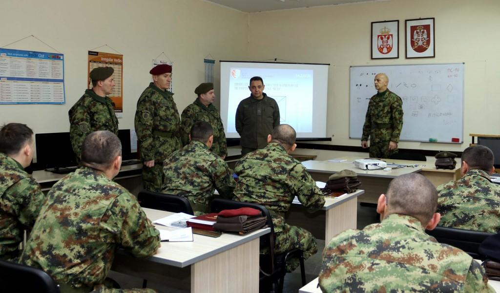 Ministar Vulin Obučen podoficir je jedan od stubova svake vojske