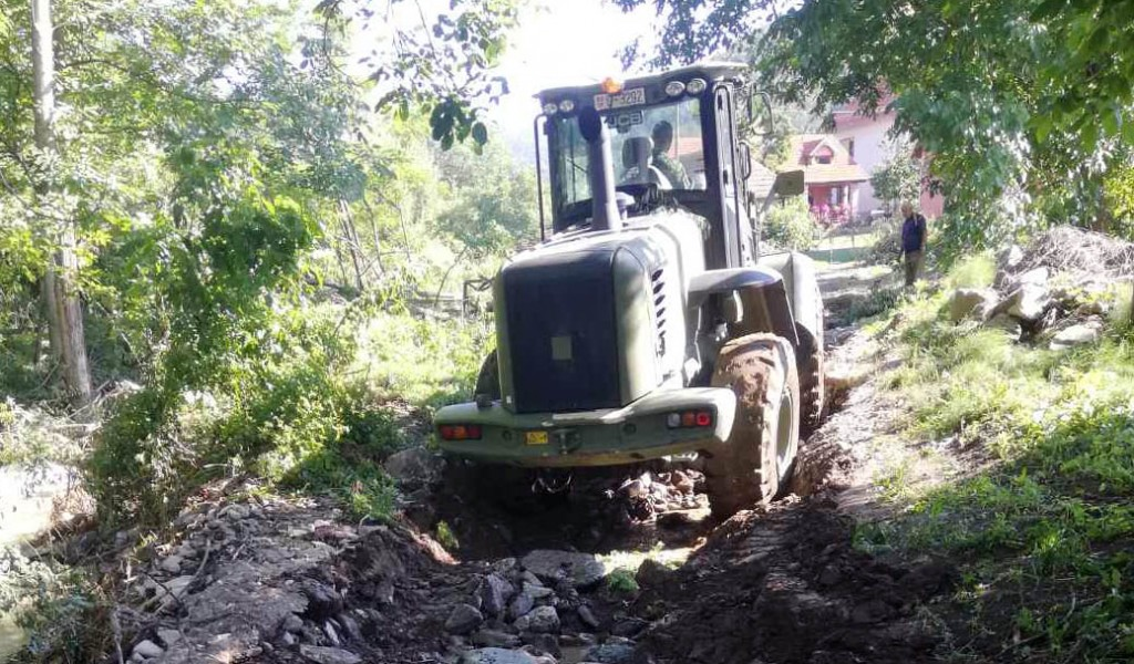 Today as well the Serbian Armed Forces Are Repairing Damaged Roads and Water Supply Installations in Flooded Areas