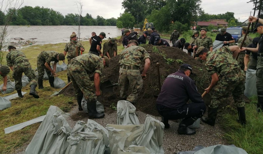 The Serbian Armed Forces Help in Defence against Flood