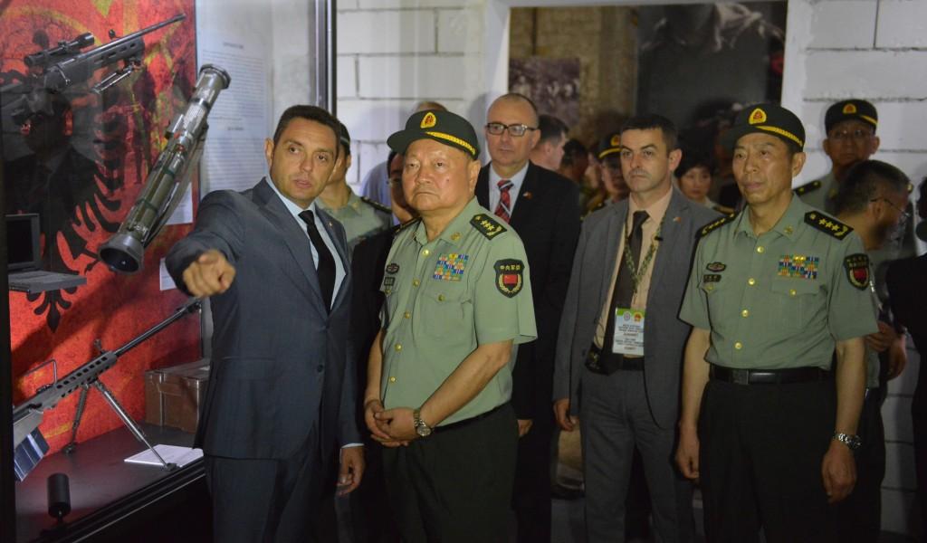 Потпредседник Централне војне комисије НР Кине обишао изложбу Одбрана 78