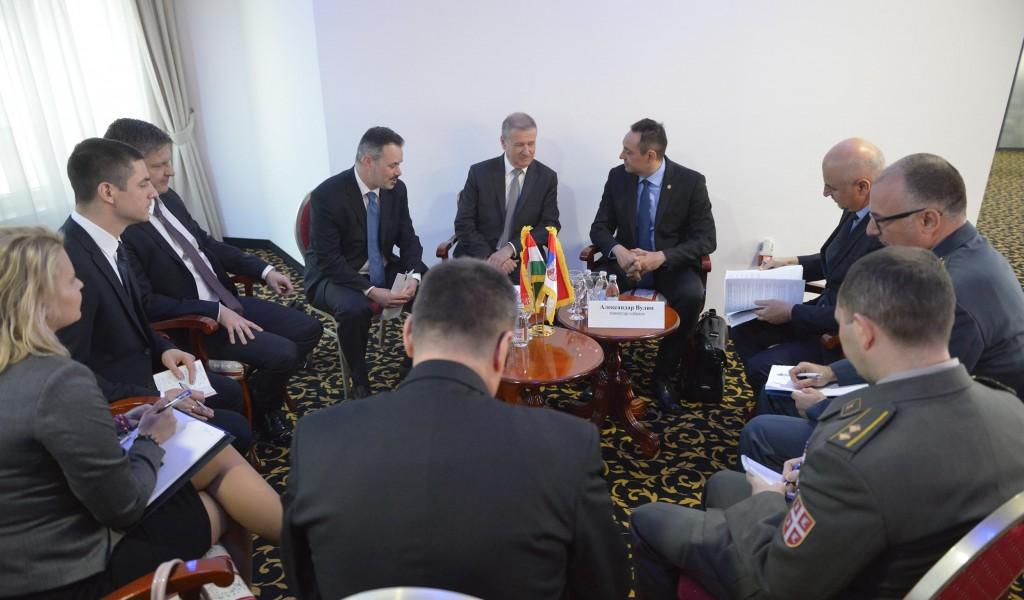 Minister Vulin meets Minister Benko